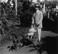 John_Aimoku_Dominis_and_son,_1913