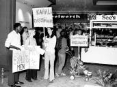 Kahala Mall-Christmas Stag Night-Picketers meet shoppers-ilind-1971