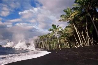 Kaimu-Beach-lava entering