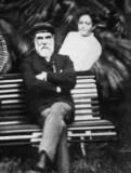 Kaiulani_and_father_at_Ainahau_in_1889-WC