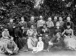 Kapiolani_and_Liliuokalani_at_the_Stewart_Estate,_England,_1887