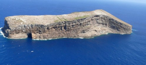 Kaula Rock, aerial view from the west-(summitpost)