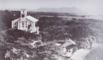Kawaiahao_Church-Diamond_Head_in_Background