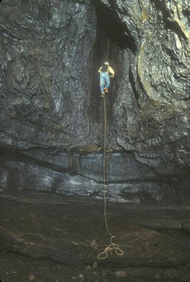 Kazumura Cave-Olaa Red Falls
