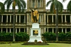 King Kamehameha I statue and Aliiolani Hale building, in downtown Honolulu