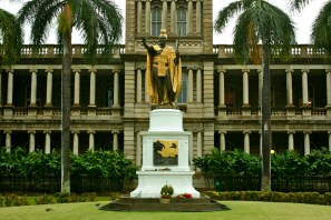 King Kamehameha I statue and Aliiolani Hale building, in downtown Honolulu