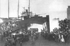 Landing_of_Kalakaua's_body_from_the_USS_Charleston-Jan_29,_1891