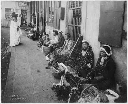 Lei-sellers-seated-along-a-sidewalk-HHS-6055.jpg