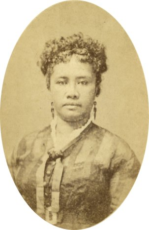 Liliuokalani,-1860s_or_1870s