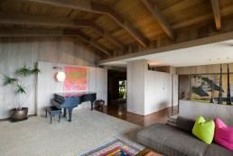 LiljestrandHouse-livingroom-facing-door-WC