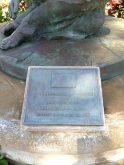 Ma Manuhii-statue-plaque