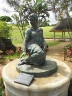 Ma_Manuhii-statue