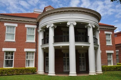 Mission-Memorial-Building-porch