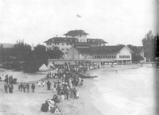 Moana Hotel-Apuakehau Stream-(Kanahele)-1915