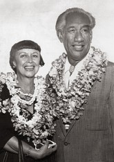 Nadine_and_Duke_Kahanamoku-(Star-Bulletin)
