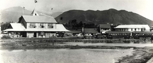 pulls into the Honolulu Depot to pick up and dispatch passengers. Photo taken in 1890.