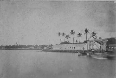 Old_photo_of_boat_landing_at_Lahaina