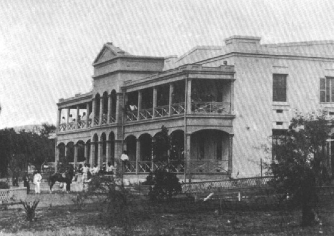 Old_photograph_of_the_Queen's_Hospital