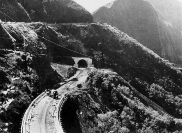 Pali_Tunnel_Under_Construction