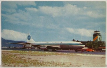 Pan_Am-707-at_Honolulu_Airport