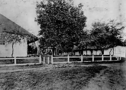 Punahou-Girls-Court-of-the-E-Building-1877