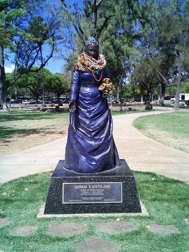 Queen Kapiolani Statue