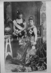 Queen Kapiolani wearing the peacock gown, and Princess Liliuokalani in London-PP-97-14-009-1887