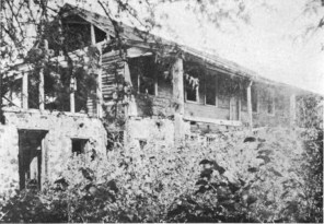 Ruins_of_Thurston_home_in_Kailua
