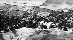 Seaside_Hotel-noted-(Moana_Hotel-Apuakehau_Stream-marshland_behind)-1920