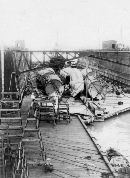 The salvaged F-4 (SS-23) sits in a floating dry dock in Pearl Harbor in August 1915.