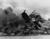 The_USS_Arizona_(BB-39)_burning_after_the_Japanese_attack_on_Pearl_Harbor-WC-1941