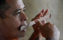 Ukeke maker Mahi La Pierre plays the Hawaiian musical instrument-StarAdv