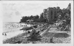 Waikiki_Beach_and_Moana_Hotel-1940