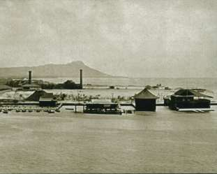 Young_Brothers_Boathouse-center_structure_with_open_house_for_boats_on_its_left-1910
