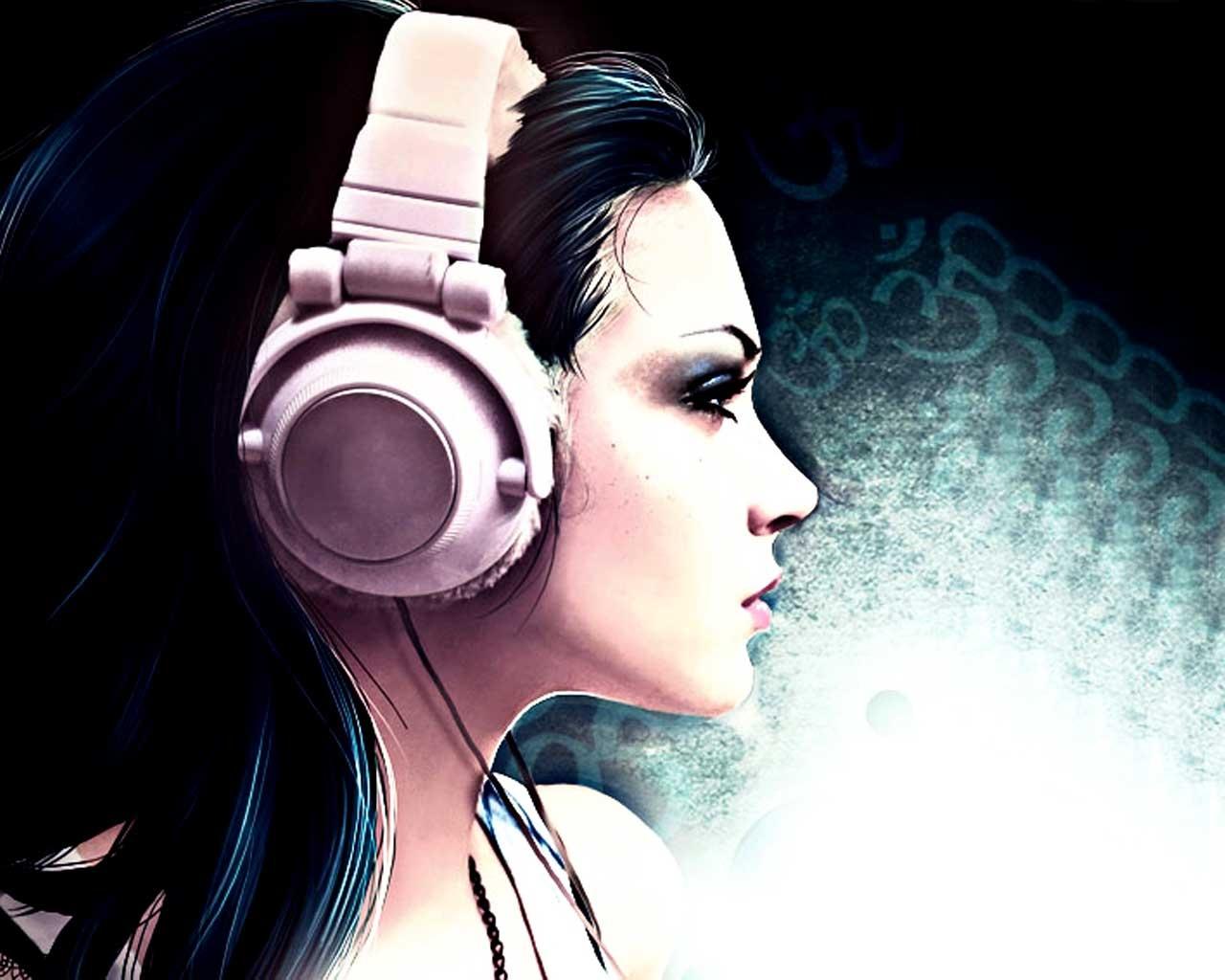 Girl Listening To Headphones Wallpaper خلفيات كمبيوتر للبنات صور جميلة جذابة امجز