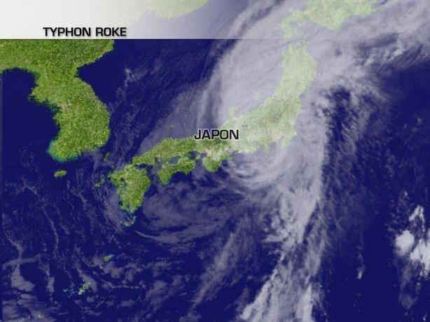 Le typhon Roke frappe le Japon de plein fouet