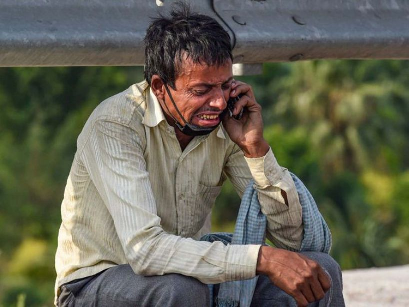 Coronavirus in India: Image of migrant worker crying on the roadside has a  heartbreaking story behind it | India – Gulf News