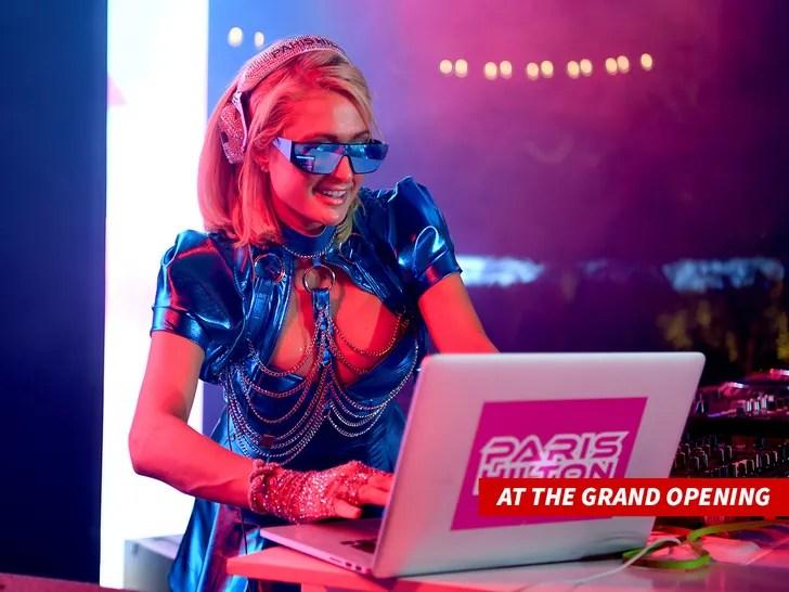Paris Hilton DJ set
