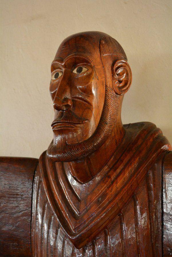Detalle de la cara de San Francisco de Asís en la isla de pascua
