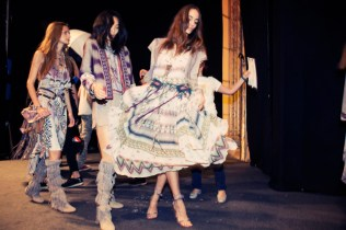 http://www.vogue.com/fashion-week/1449597/etro-spring-2015-rtw/