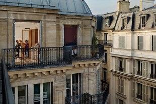 item0.rendition.slideshowHorizontal.paris-views-gail-albert-halaban-01