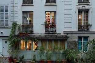item1.rendition.slideshowHorizontal.paris-views-gail-albert-halaban-02