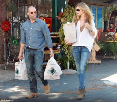 http://www.dailymail.co.uk/tvshowbiz/article-2199853/Rosie-Huntington-Whiteley-boyfriend-Jason-Statham-food-shopping-matching-denim.html