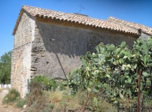 Imagen de la fachada sur de la ermita antes de su arreglo. Las chumberas han desaparecido.
