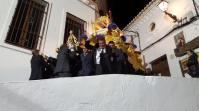 Alarde costalero durante la procesión del Santo Entierro. Foto: MARÍA GUZMÁN JIMÉNEZ