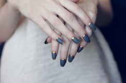 blue-gray-gold-rimmed-nails