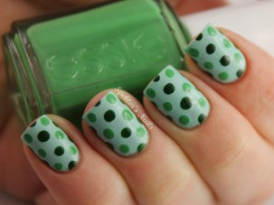 green-polka-dot-nails