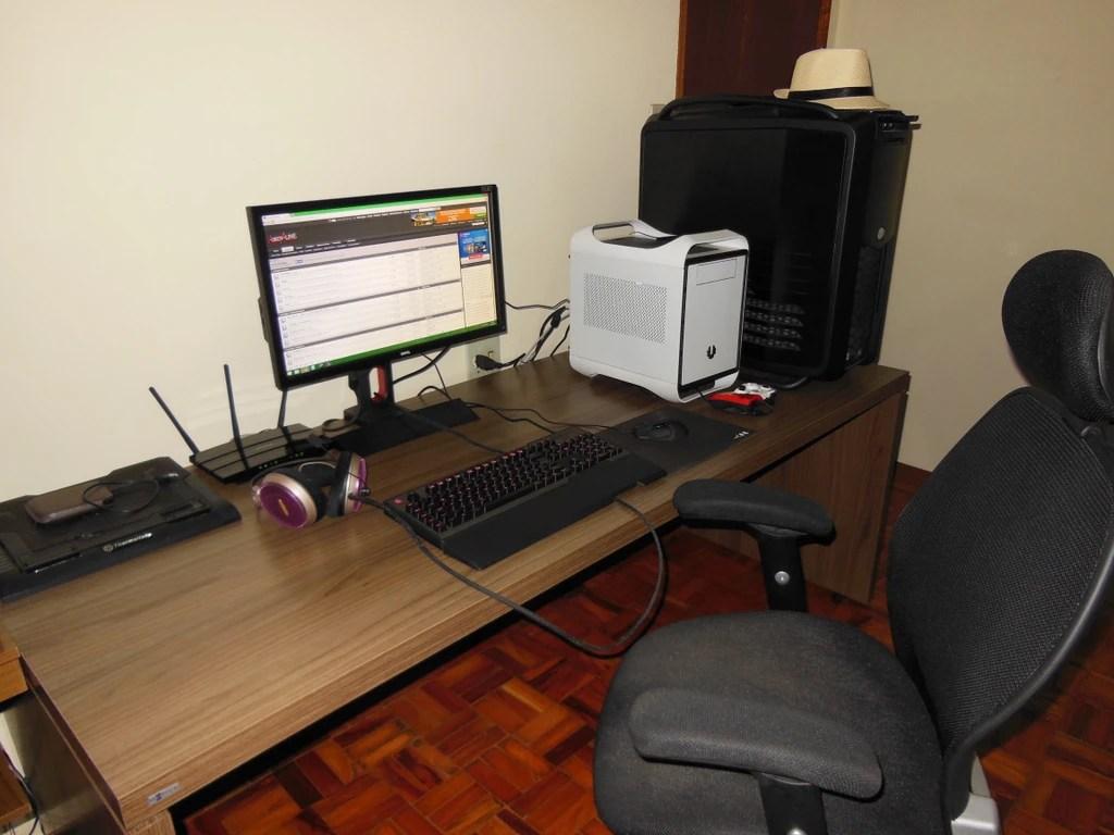 Mesa espaosa para um PC Gamer Alguma sugesto  Frum