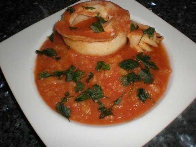 Sopa de tomate con calamares