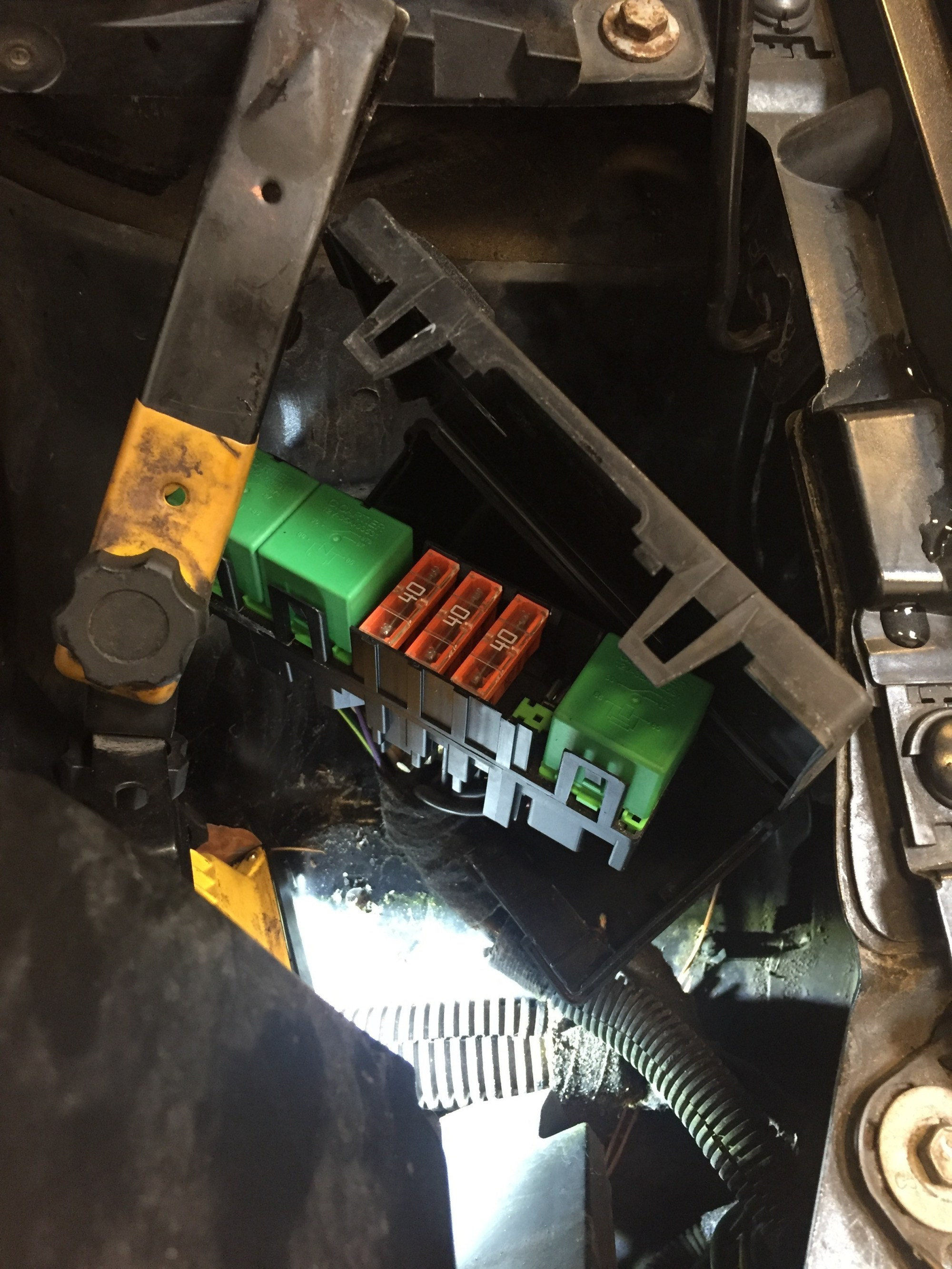 hight resolution of  box and there it was an 80amp blown fuse togehter with 3 relays and 3 40 amp maxi fuses so typically citroen make so it has to go to a dealer